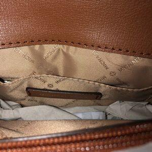 Michael Kors Bags - Michael KORS Crossbody Kinsley 3-1 Bag Free Ship
